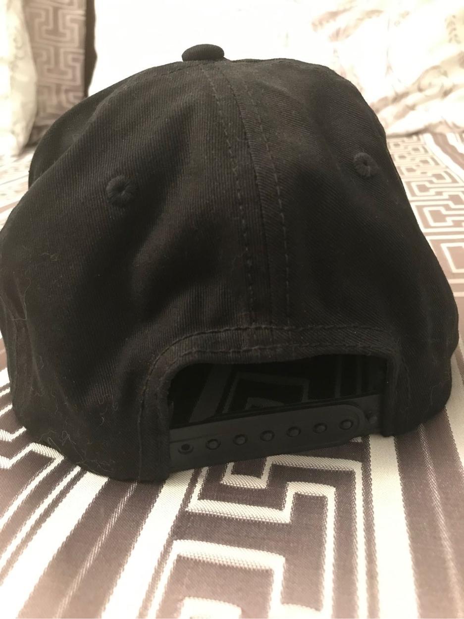 Les Benjamins Şapka