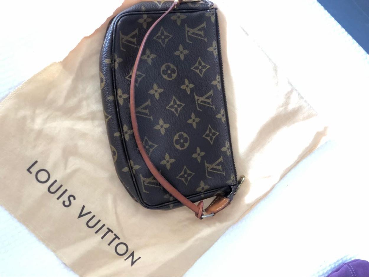 Louis Vuitton Kol çantası