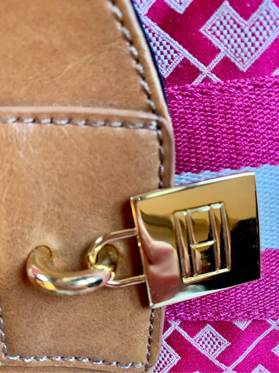 Tommy Hilfiger Kol çantası