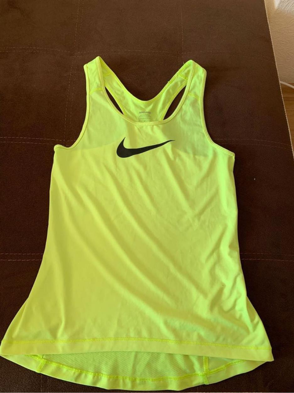 Nike Büstiyer